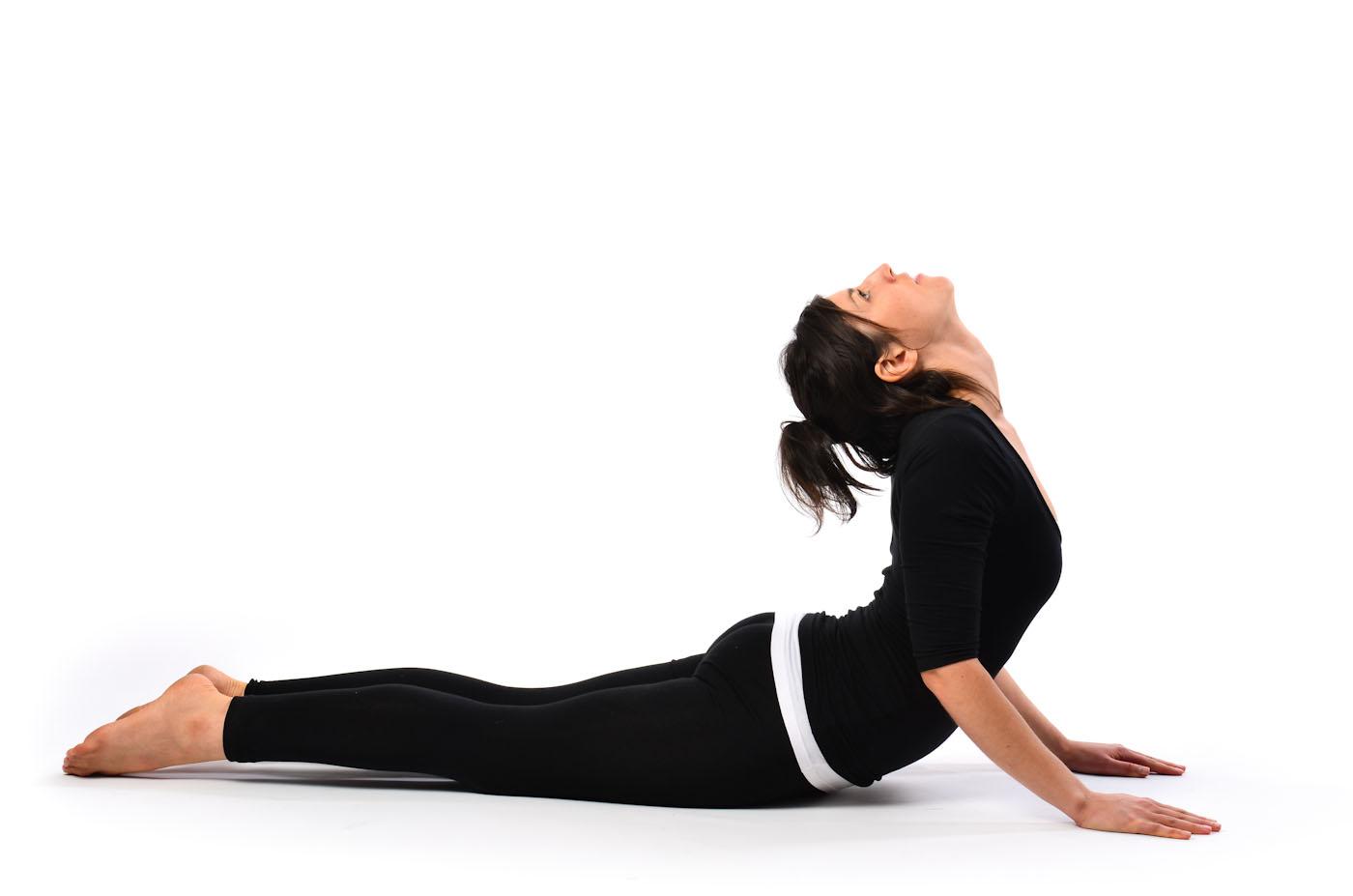 gerakan-yoga-untuk-mengecilkan-perut-yoga-Bhujangasana